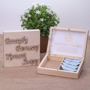 Pamiątka Pierwszej Komunii Świętej - pudełko prezentowe z różańcem i krówkami